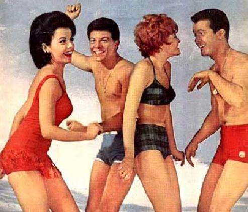 Frankie, Annette & fellow co-stars on the beach