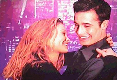 Freddie Prinze Jr. & Julia Stiles in Down To You